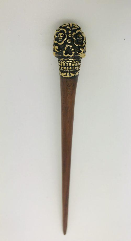 palo para el pelo de madera con calavera mexicana
