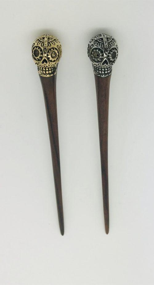 palo para el pelo con calavera mexicana en acero
