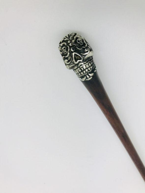 palo para el pelo de madera con calavera catrina plata